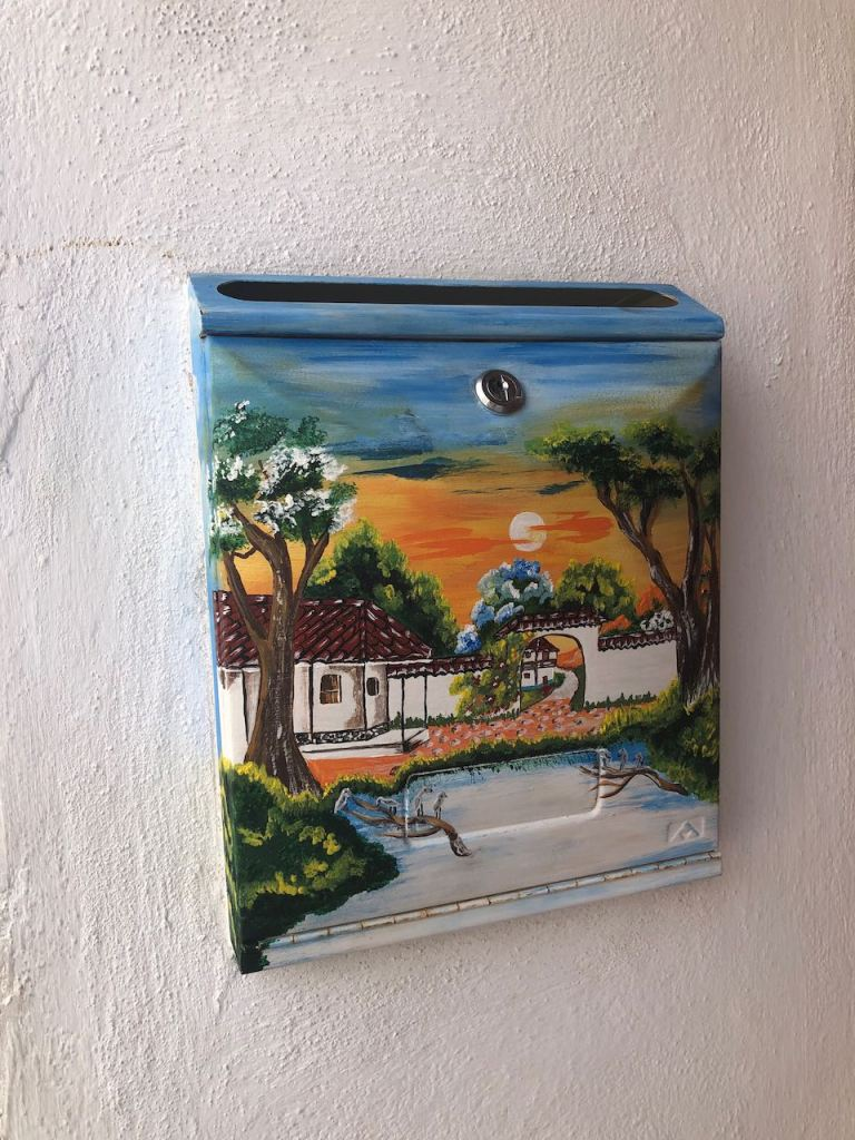 letter box art already in the streets of L:os llanos