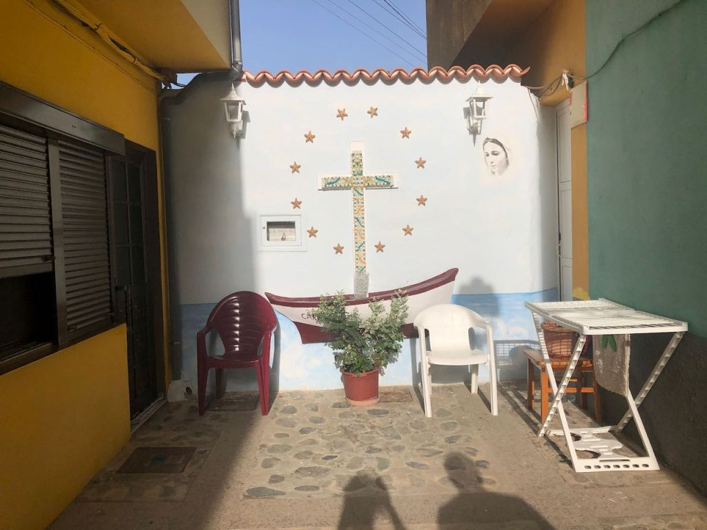 a dead end street in Puerto Tazacorte with a chapel wall