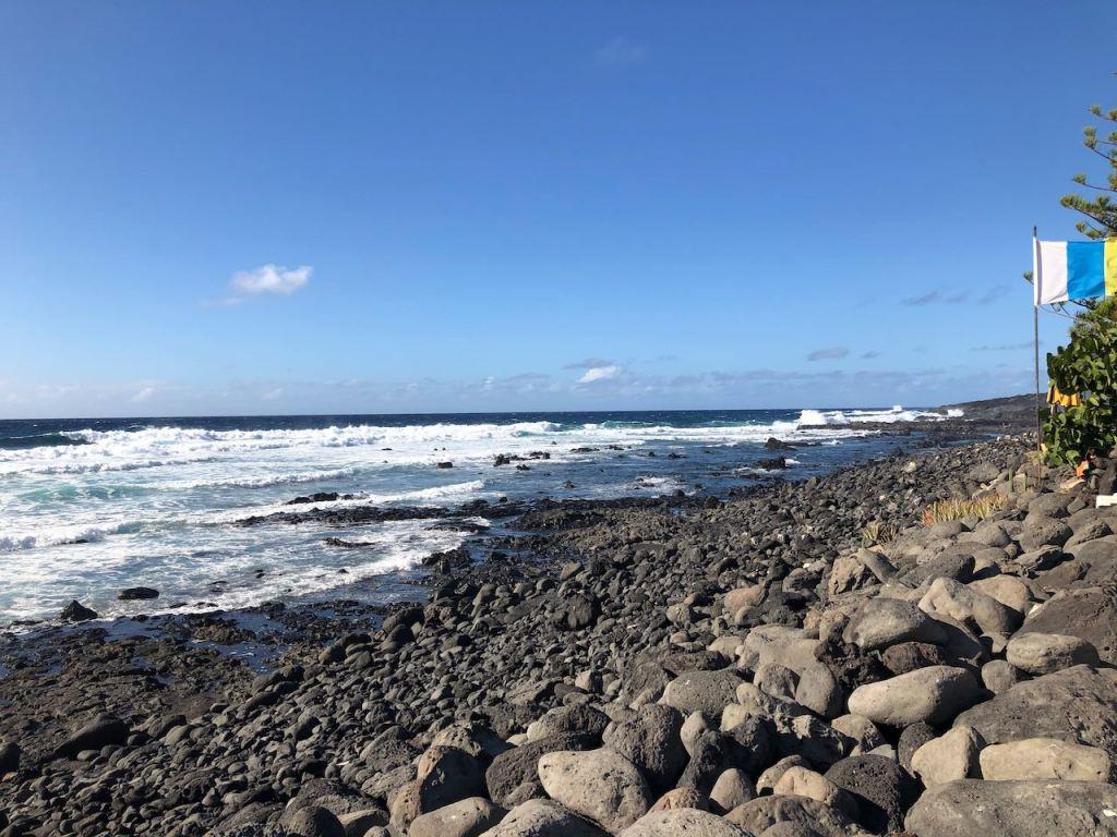 the pebble beach of El Golfo looking north